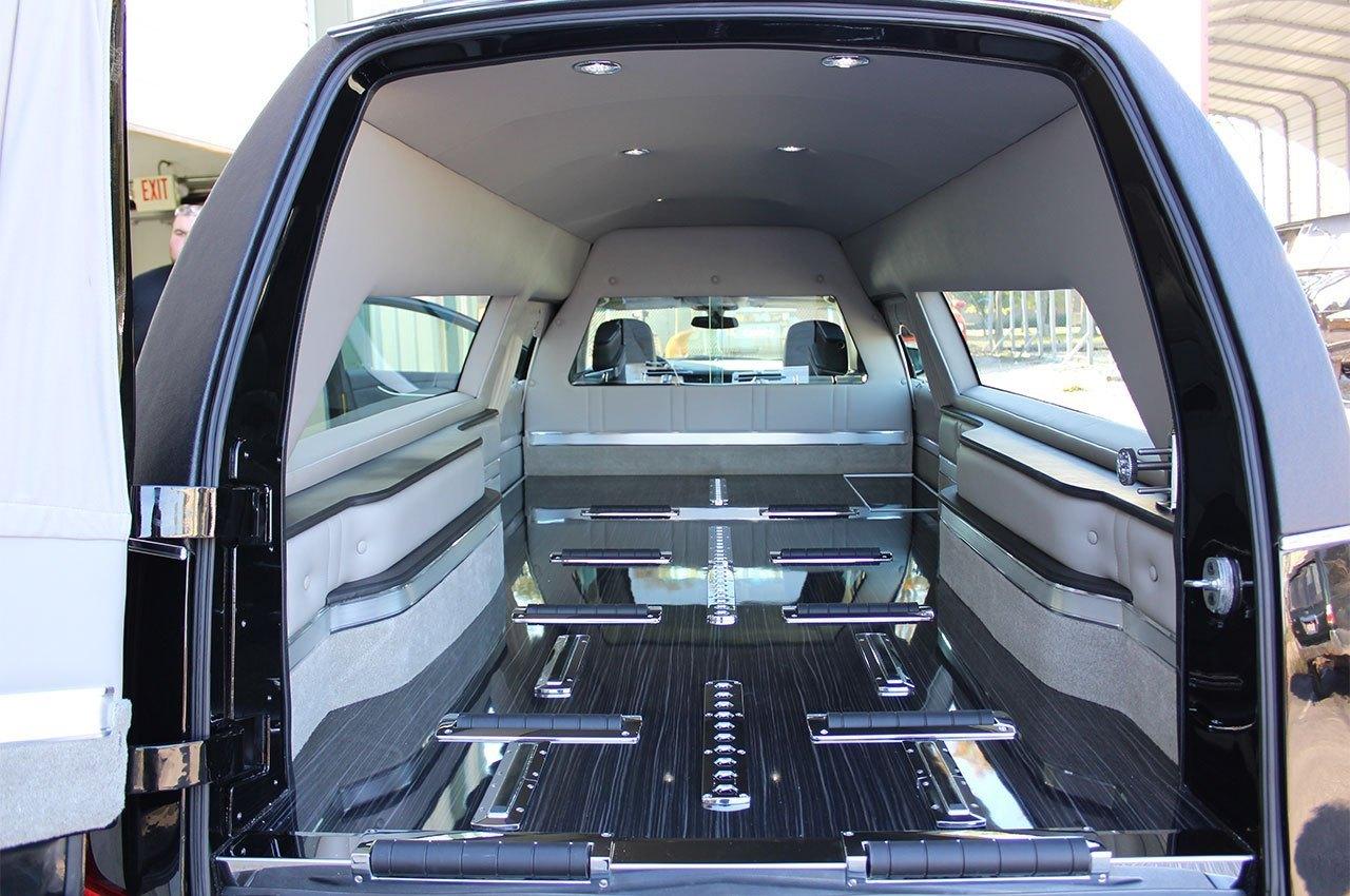 Cadillac-XTS-Kensington-Coach-Hearse-Eagle-Federal-3