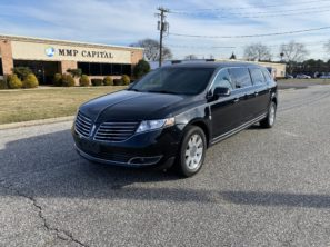 2017 LINCOLN FEDERAL USED SIX DOOR FUNERAL LIMOUSINE
